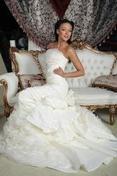 Весільна сукня модного дому MAXIMA