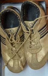 Женские кроссовки продам