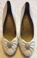 Весільні туфлі білі