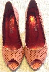 класні туфлі в горошок