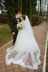 Шикарное свадебное платье со шлейфом Не Дорого!!!